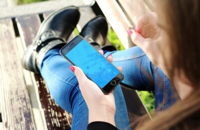 Jde zbavit děti závislosti na mobilním telefonu?